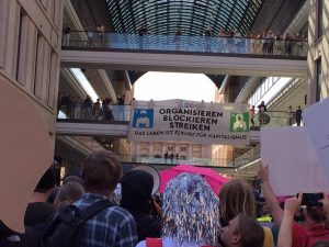 Blockupy Berlin am 2.9.2016 an der Mall of Shame